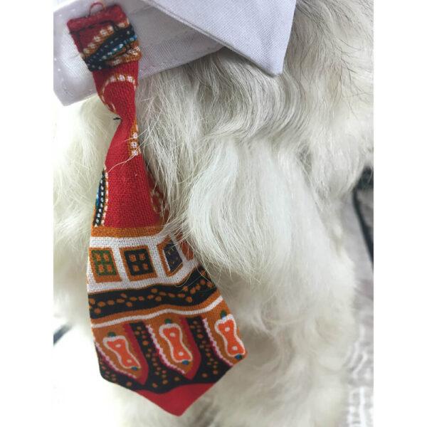 Kołnierzyk z krawatem we wzorze Azteckim na czerwonym tle